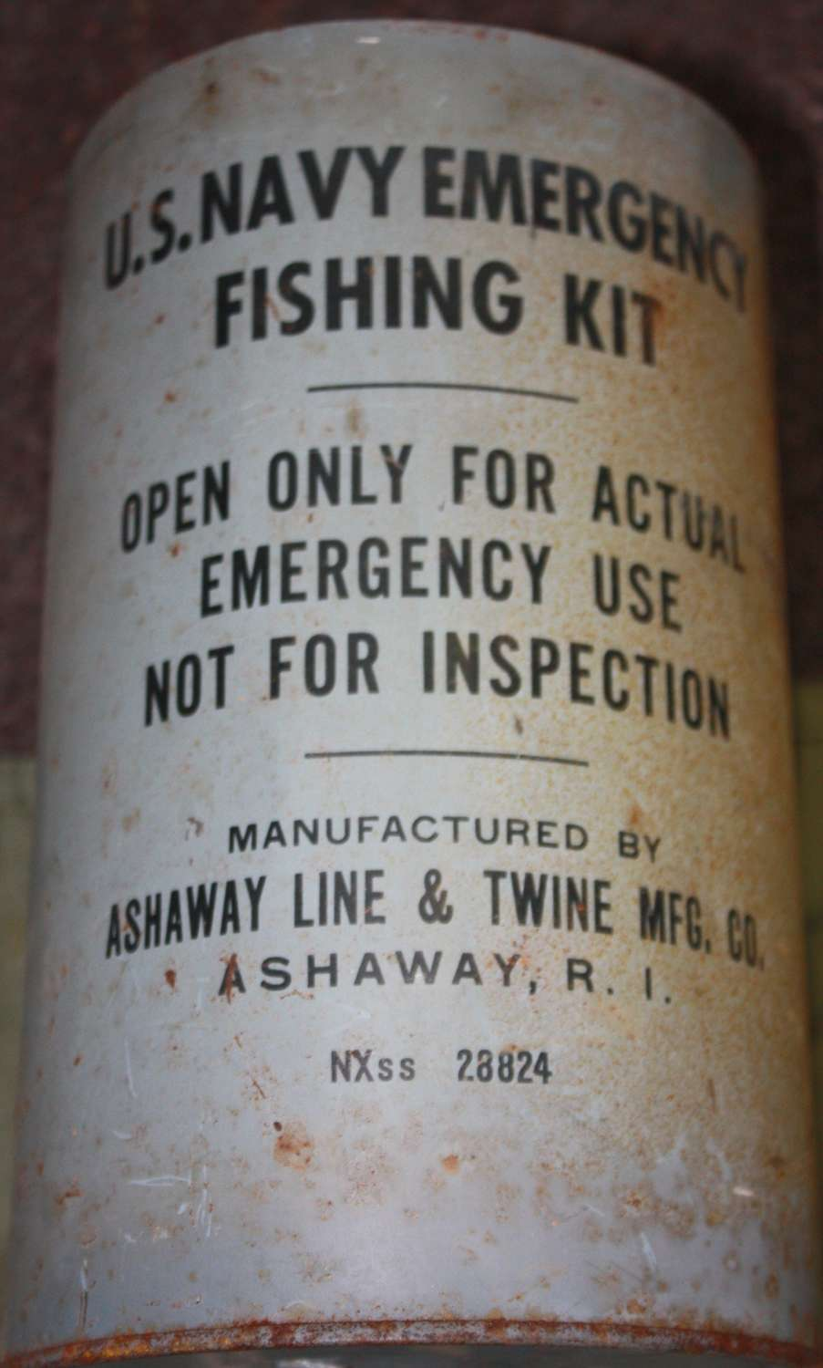 A WWII US NAVY SURVIVAL FISHING SET IN ITS TIN OPENED EXAMPLE