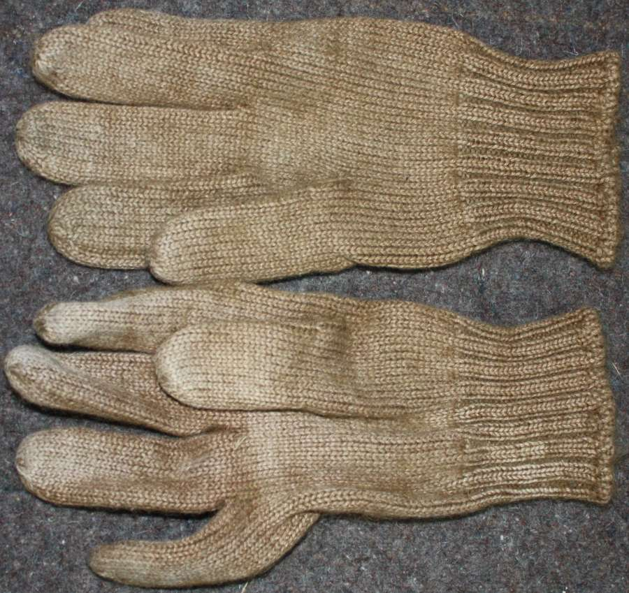 A GOOD USED WWII PAIR OF GLOVES