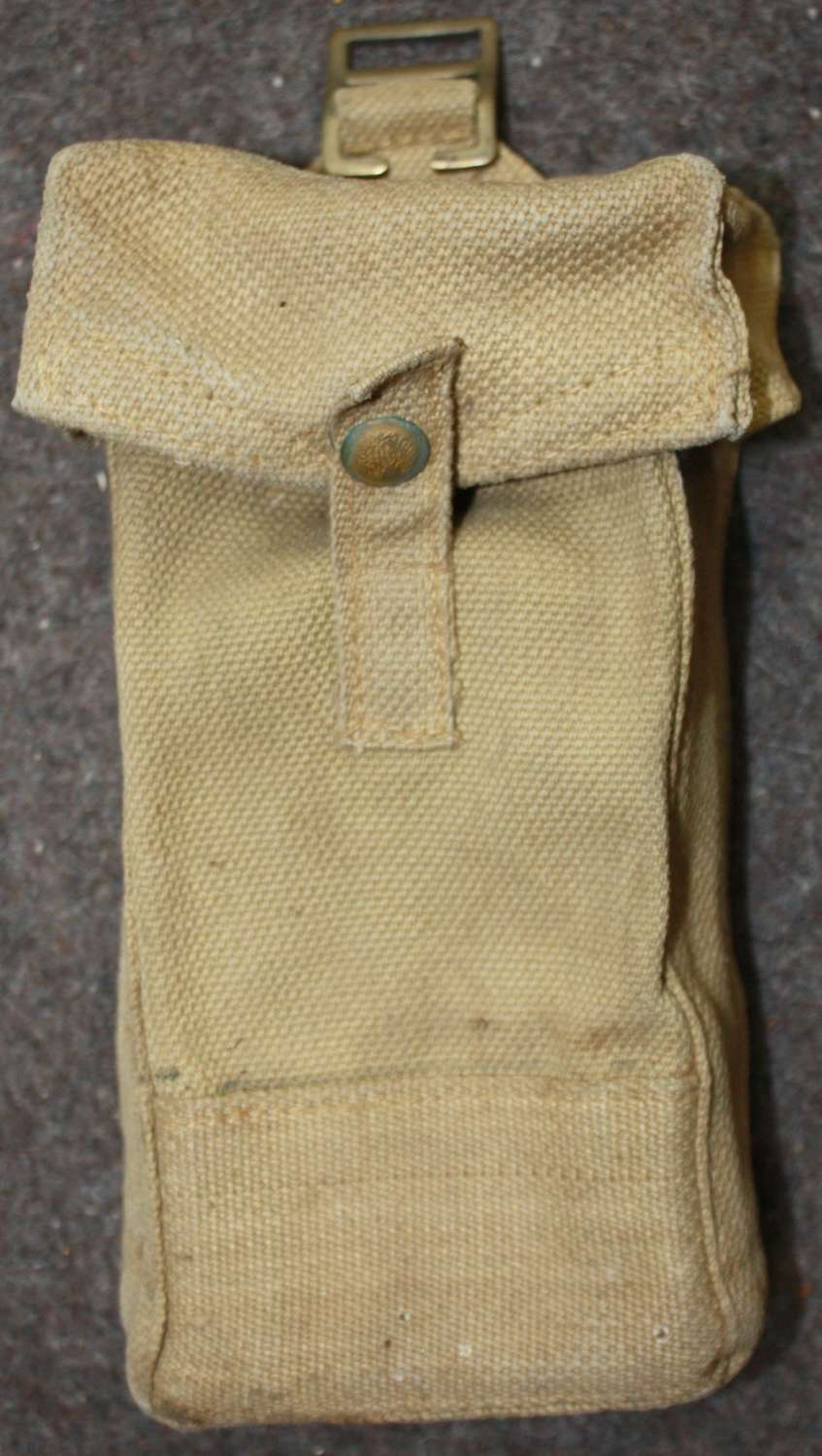 A VERY GOOD 1940 DATE MKII 37 PATTERN WEBBING AMMO POUCH