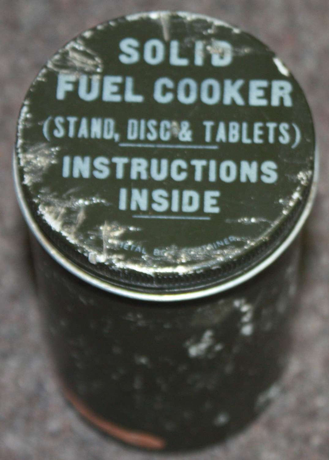 A WWII BRITISH ISSUE COOKER TIN AND SOME BROKEN FUEL BLOCKS