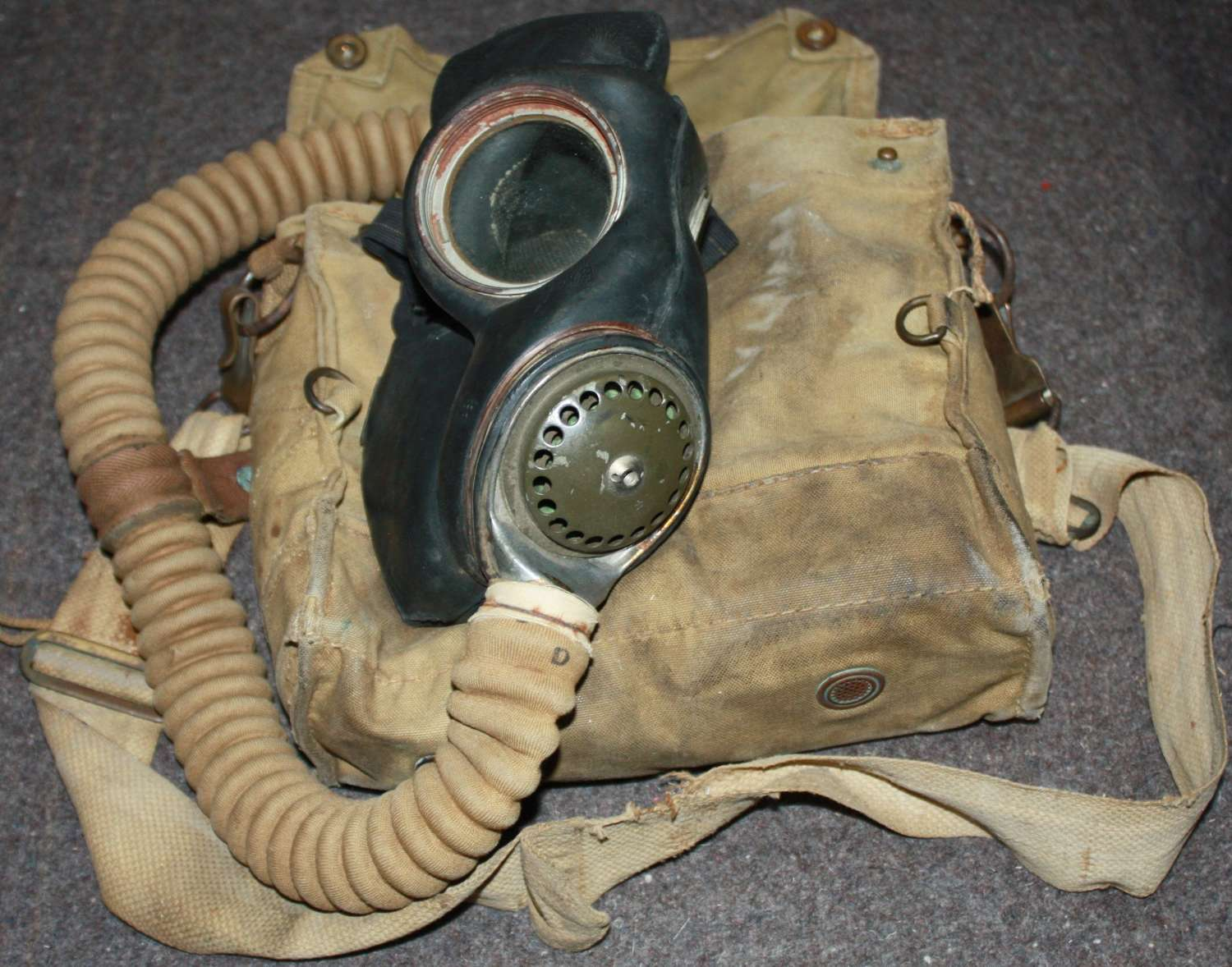 A WWII RAF ISSUED GAS MASK SEE PICS