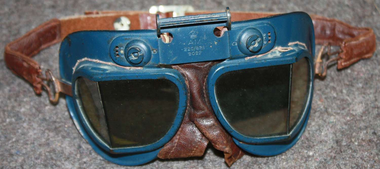 A VERY GOOD PAIR OF THE MKVII FLYING GOGGLES WITH TINTED LENSES