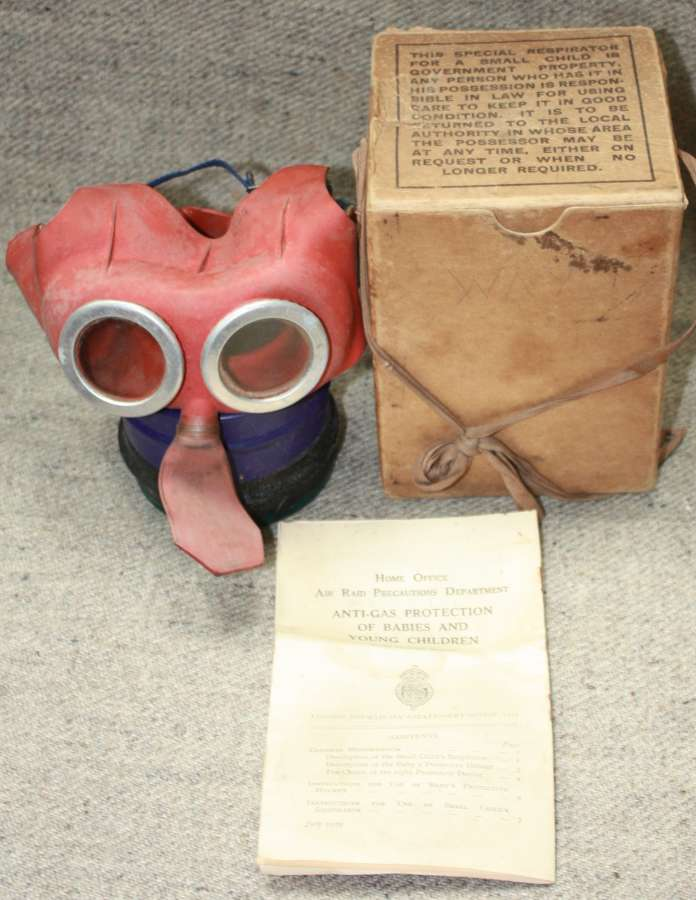 A 1939 DATED YOU CHILD MICKLY MOUSE GAS MASK