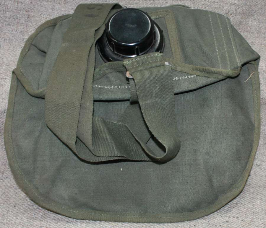 A WWII 1945 DATED JUNGLE GREEN WATER CARRIER