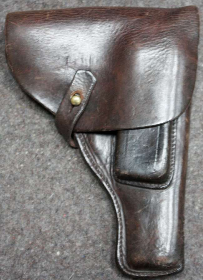 A WWII WWII RUSSIAN PISTOL POUCH WITH A MAG