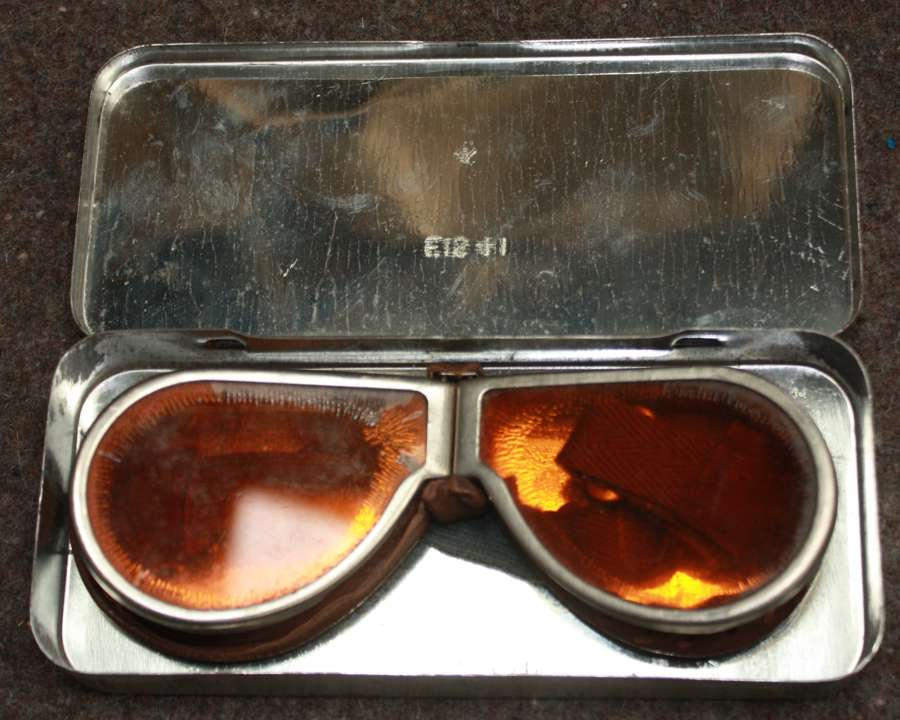 A PAIR OF WII ORANGE TINTED DISPATCH RIDERS GOGGLES