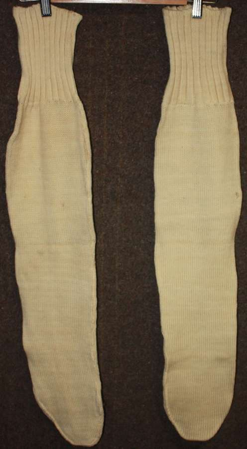 A RARE PAIR OF THE BRITISH FORCES WHITE WOOL BOOT SOCKS 1940 DATED