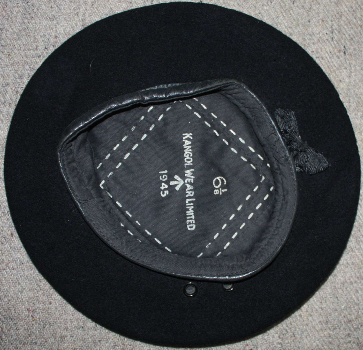 A WWII BRITISH SMALL SIZE 1945 DATED RAC / RTR BERET