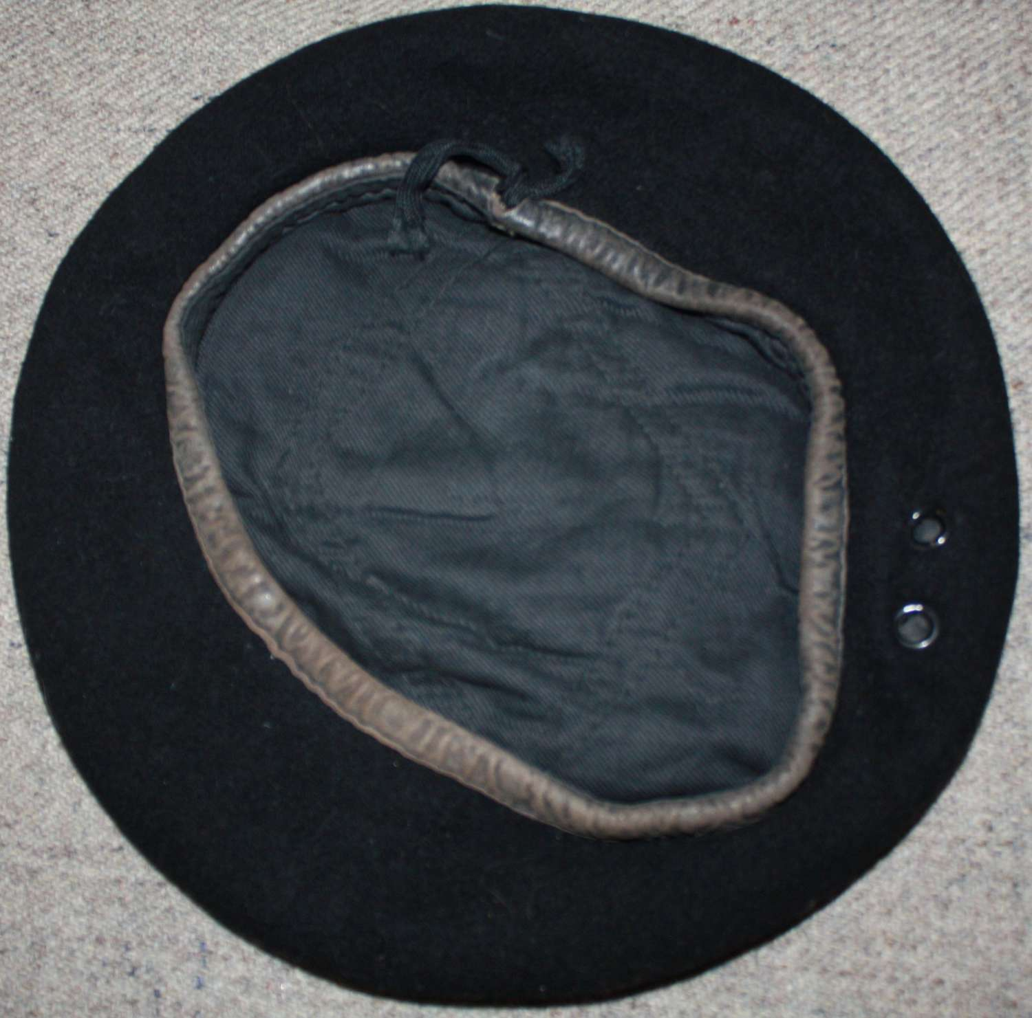 A WWII CANADIAN RTR / RCAC BLACK BERET APPROX 6 1/2