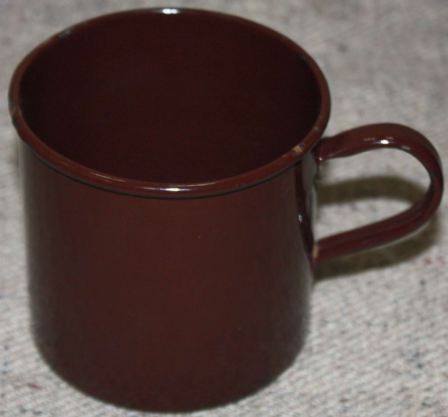 A GOOD WWII PERIOD BRITISH ISSUE ENAMEL MUG
