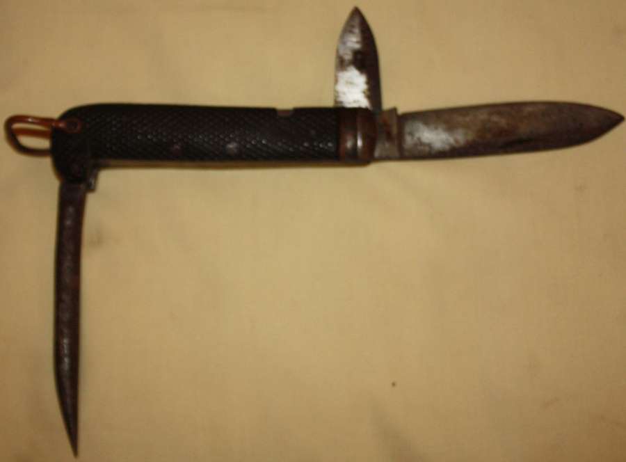 A BRITISH ARMY PRE WWII LARGE SIZE CLASP KNIFE