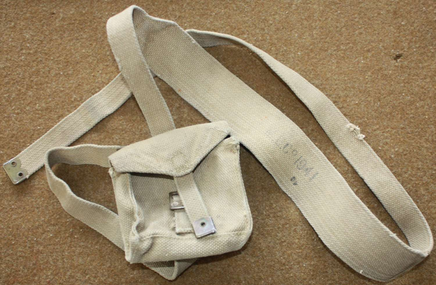 A WWII BRITISH 1941 DATED FLARE TIN POUCH STRAP