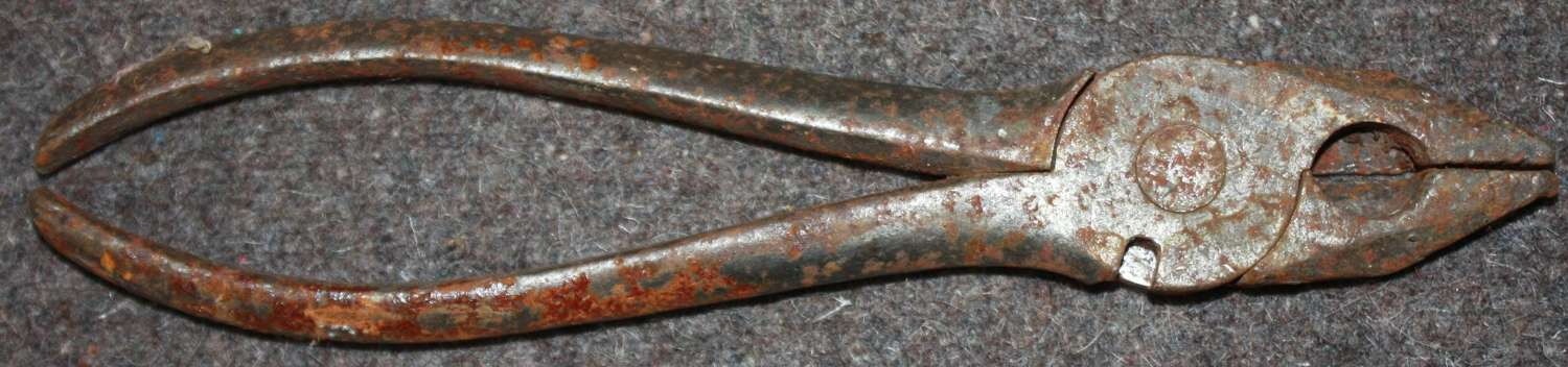 A PAIR OF 1915 DATED PLIERS