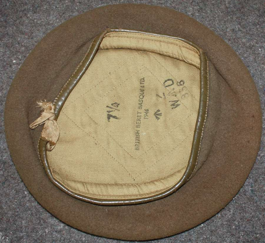 A 1946 DATED GREEN / BROWN BERET USED BY OFFICERS AND RECCE UNITS ETC