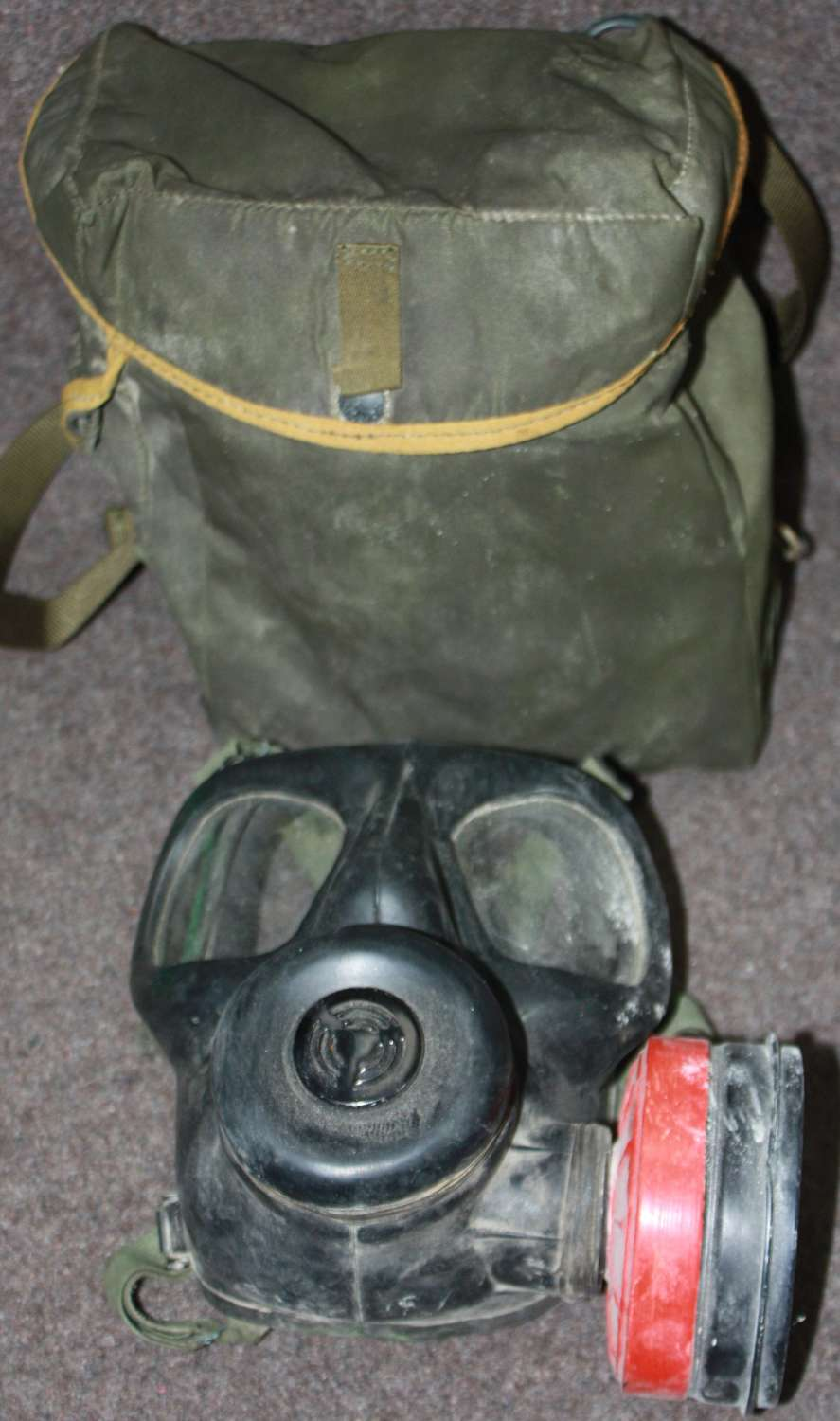 A GOOD USED EXAMPLE OF THE BRITISH 1978 DATED S6 GAS MASK