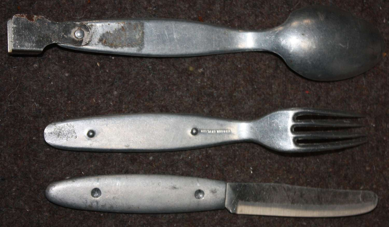 A PRIVATE PURCHASE SET OF THE RICHARTDS CUTLERY WWII STYLE
