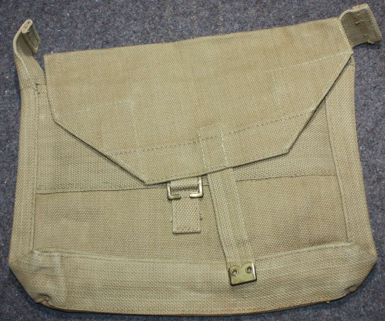 A MINT 1940 DATED OFFICERS HAVERSACK  / SIDE PACK