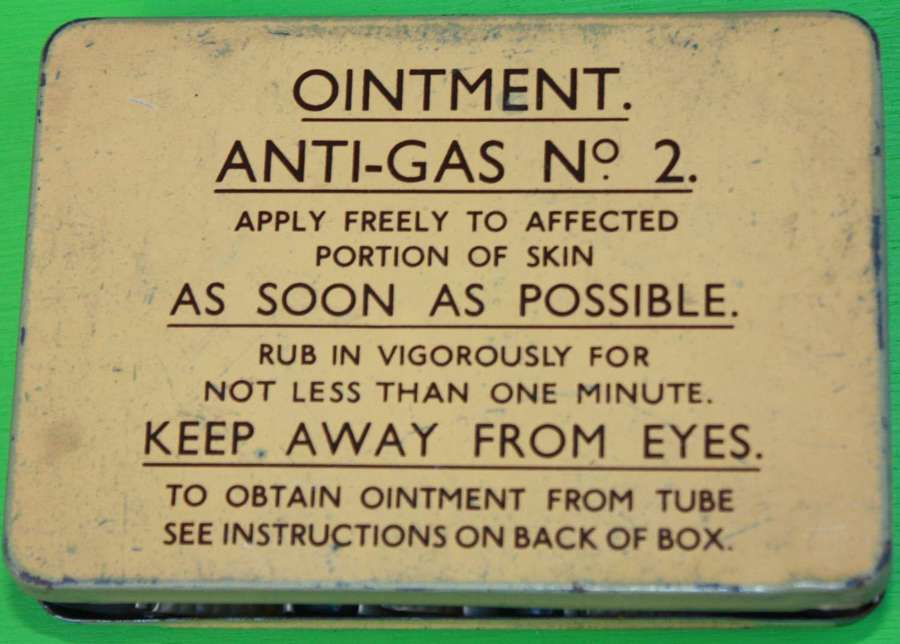 A GOOD EARLY WAR EXAMPLE OF THE NO2 ANTI GAS OITMENT TIN ( FULL )
