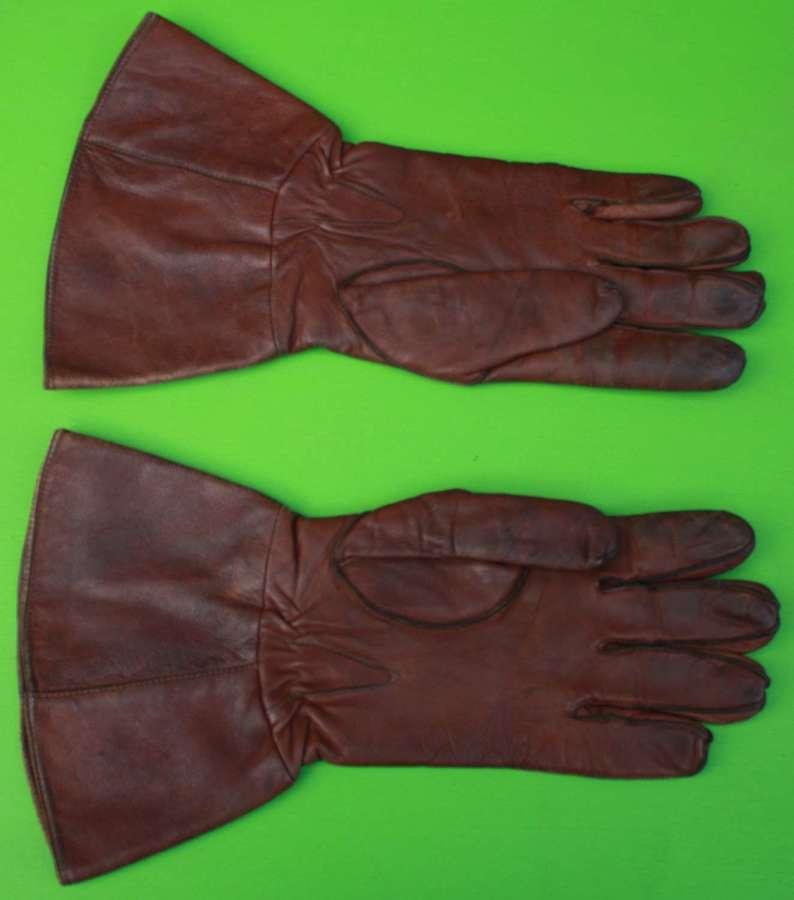 A GOOD WWII PERIOD PAIR OF FUR LINED ATS DISPATCH RIDERS GLOVES