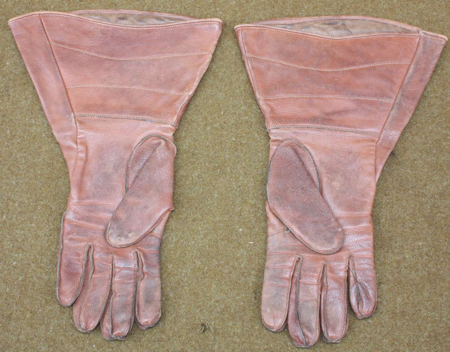 A PAIR OF SIZE 7 1/2 ATS DISPATCH RIDERS GLOVES