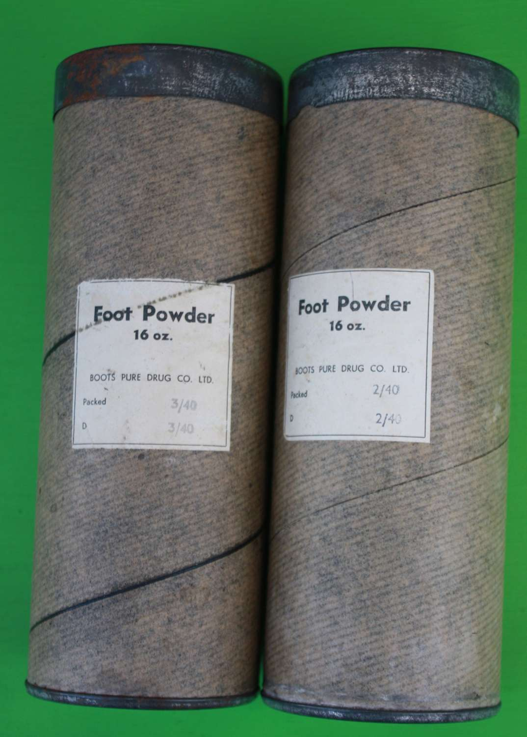 A 1940 DATED LARGE FOOT POWDER ( FULL )