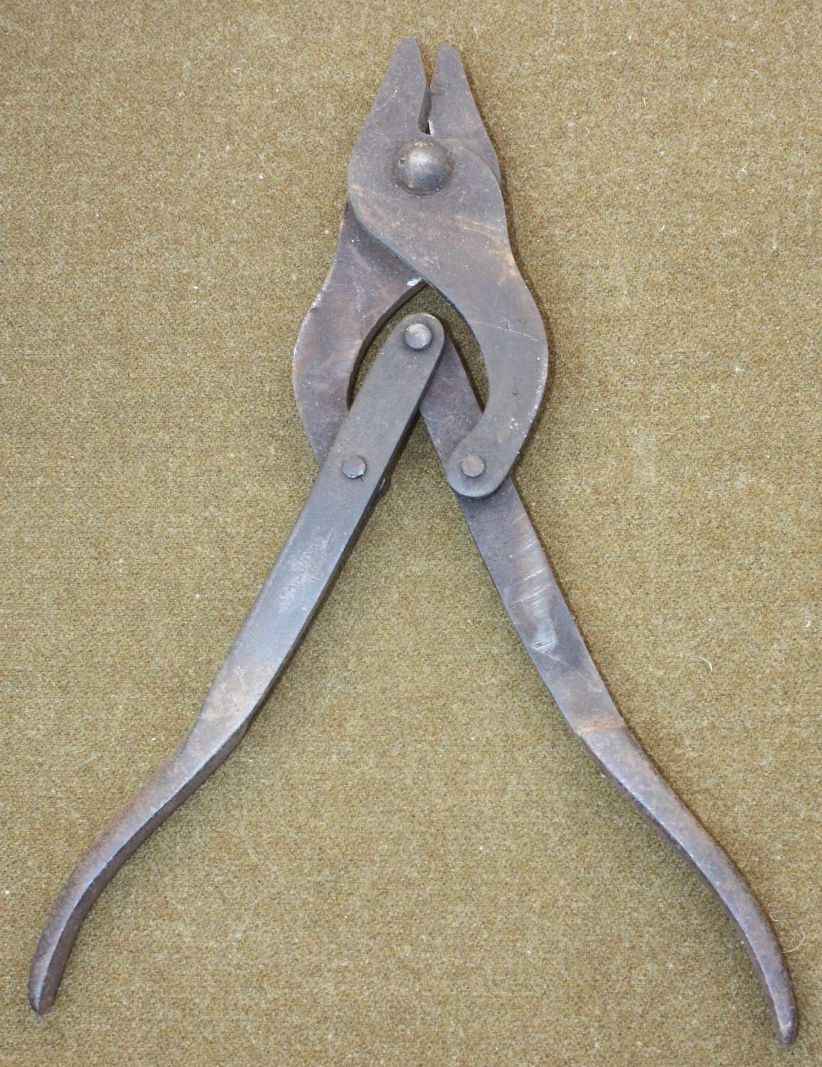 A PAIR OF 1917 DATED BRITISH ISSUE  WIRE CUTTERS