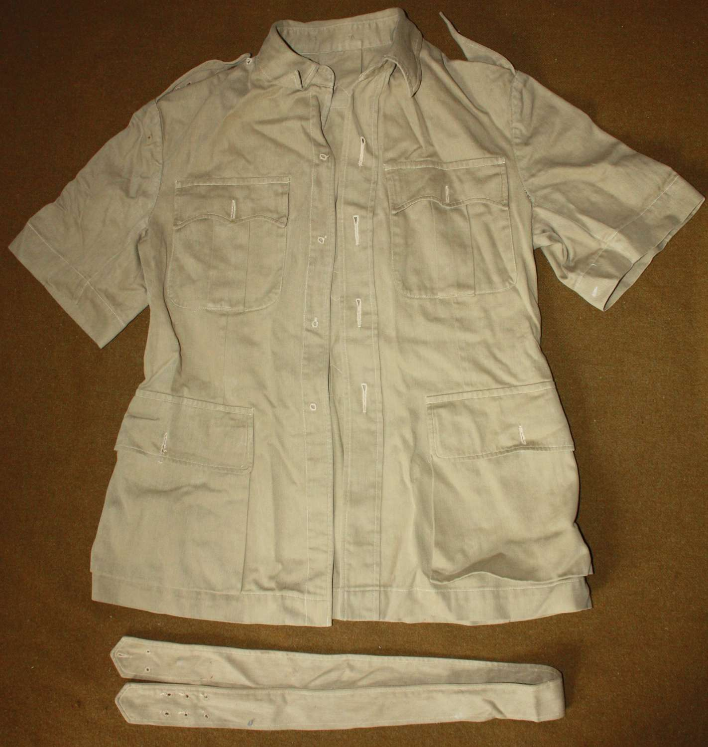 A GOOD WWII PERIOD OFFICERS SHORT SLEEVE BUSH JACKET