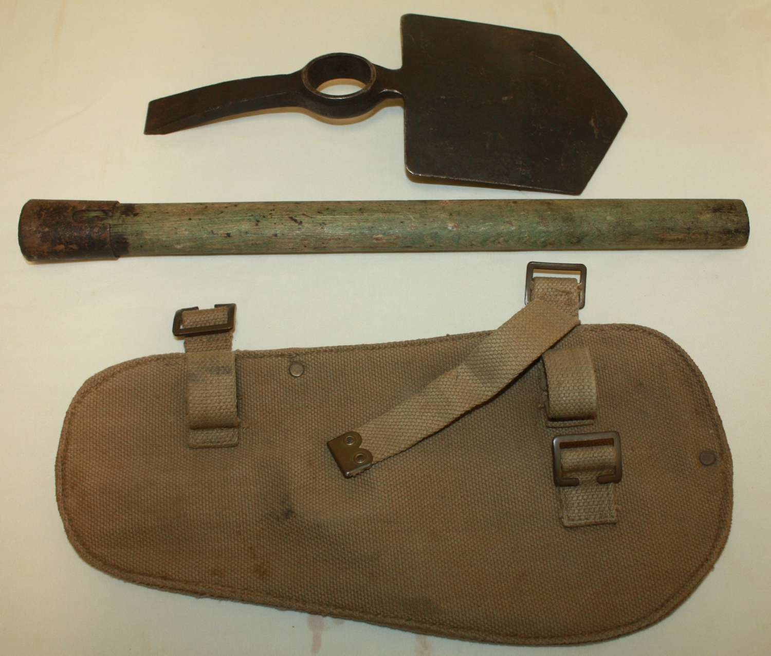 A GOOD 1944 DATED BRITISH 37 PATTERN ENTRENCHING TOOL SET