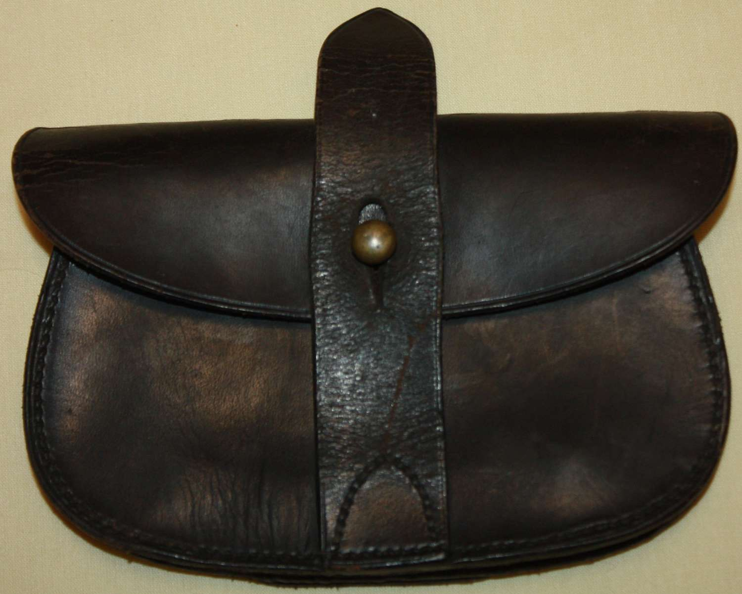 A GOOD USED WWI PERIOD SAMBROWN PISTOL AMMO POUCH