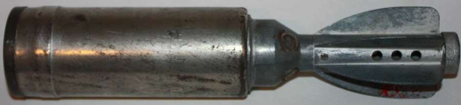 A 1942 DATED 2 IN MORTAR ILUMINATING ROUND