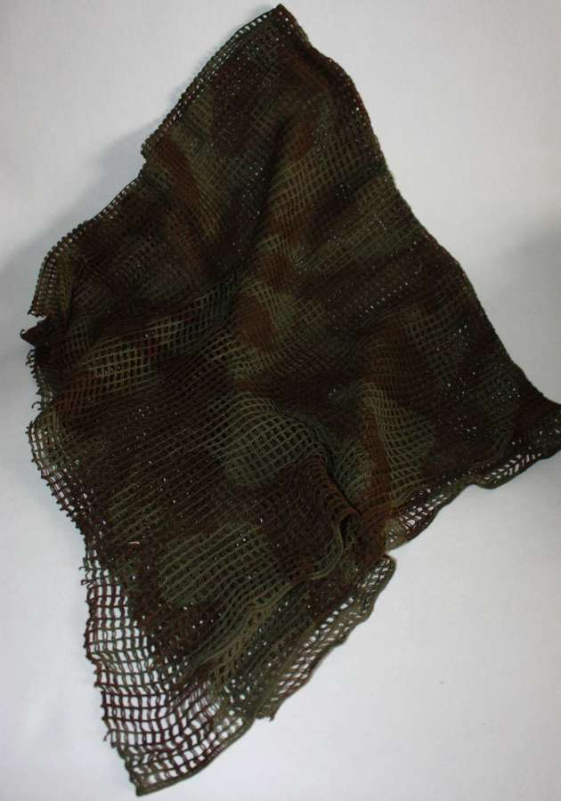 A VERY GOOD EXAMPLE OF THE BRITISH ISSUE CAMOFLAGE SCARF