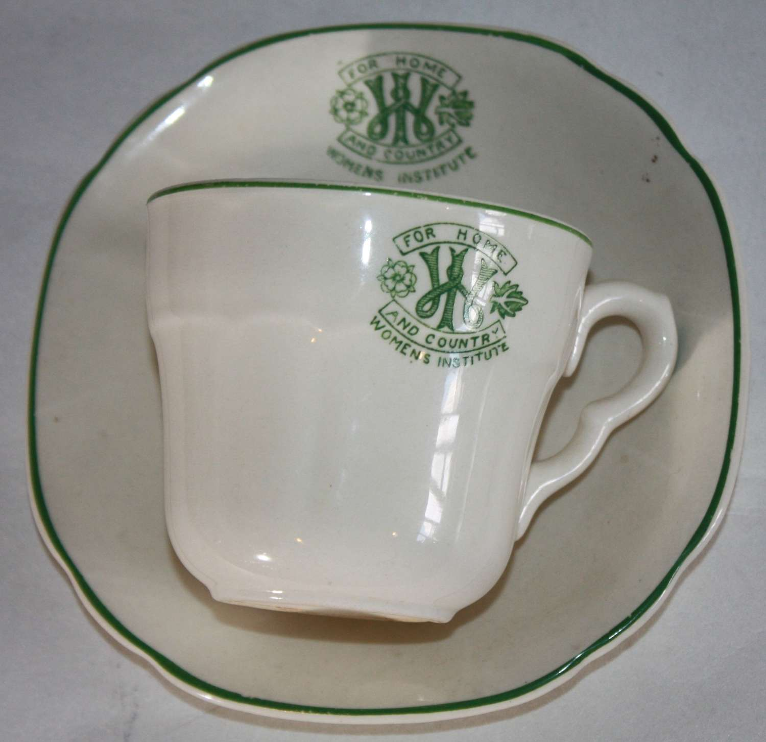 A WWII PERIOD WOMENS INSTITUTE TEA CUP AND SAUCER