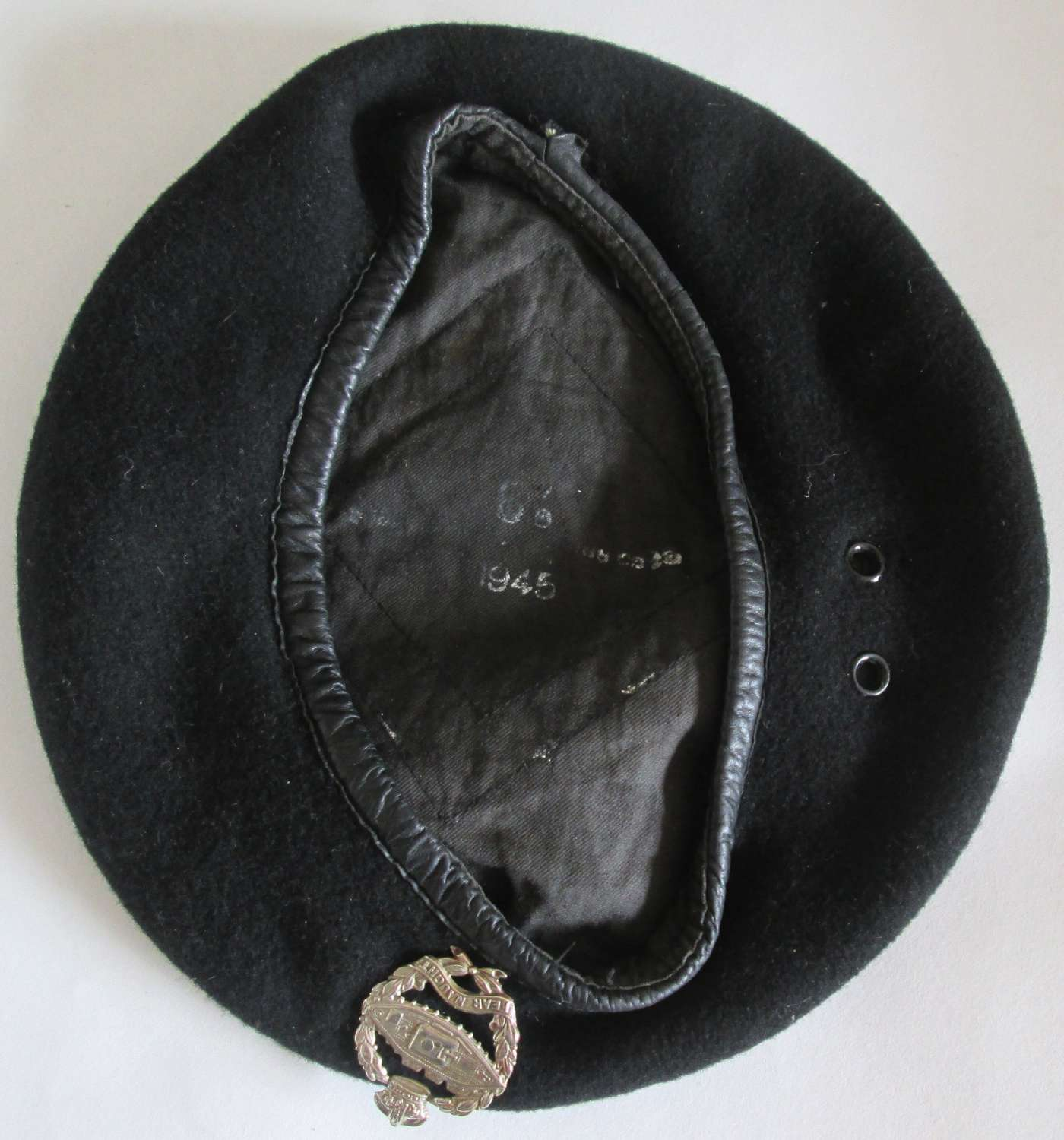 A 1945 DATED SIZE 6 7/8 BLACK BRITISH BERET RTR AND RAC UNITS