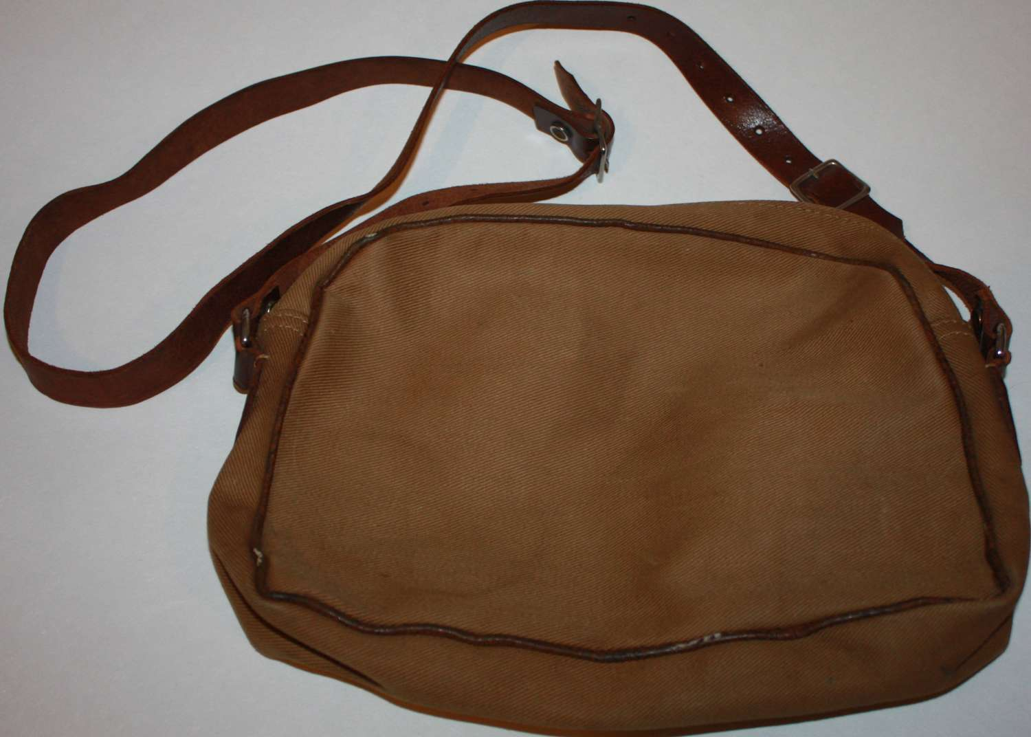A 1945 DATED ATS HANDBAG IN VERY GOOD CONDITION