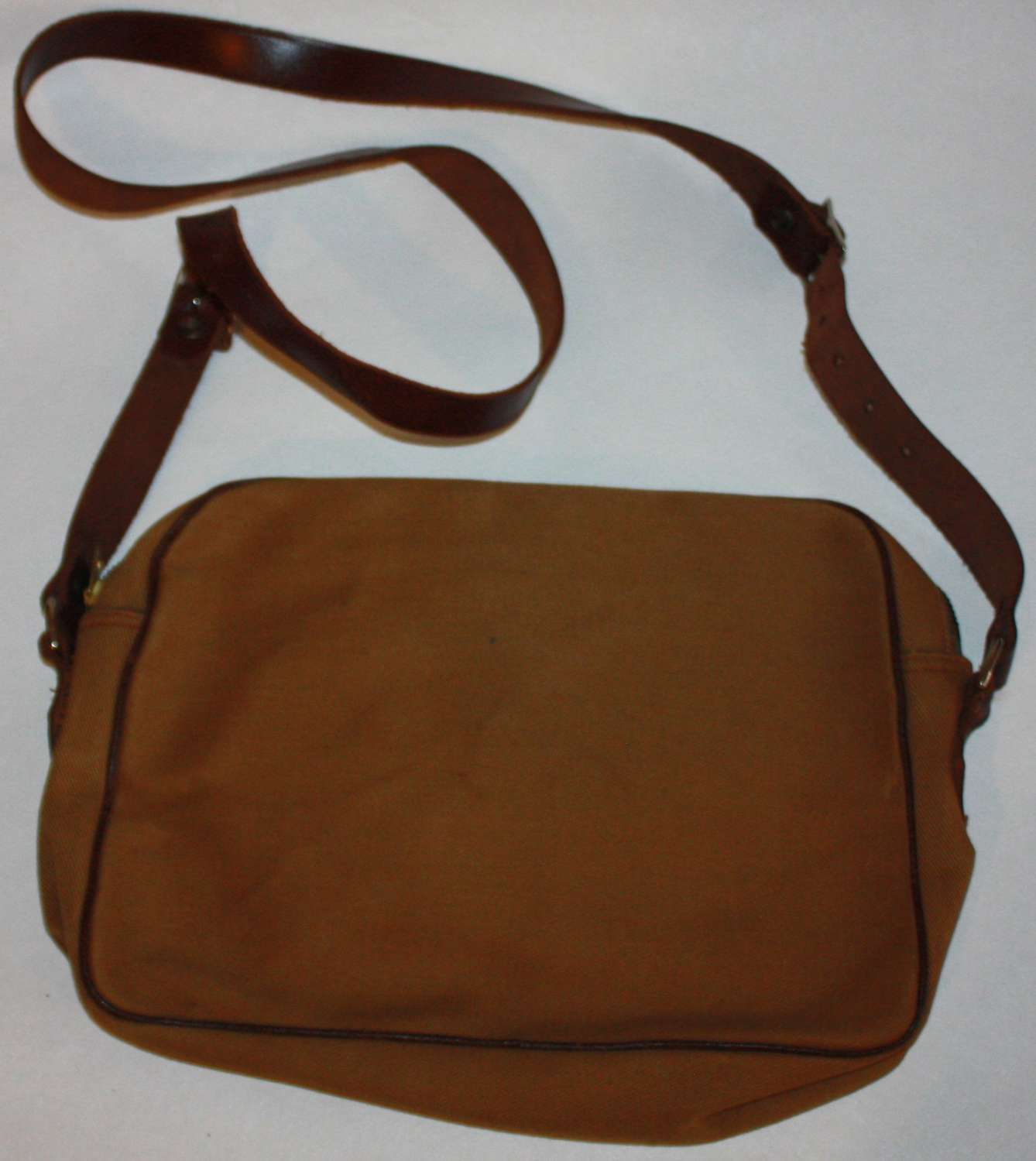 A WWII ATS HANDBAG 1945 DATED IN MINT CONDITION MADE BY CWS LTD